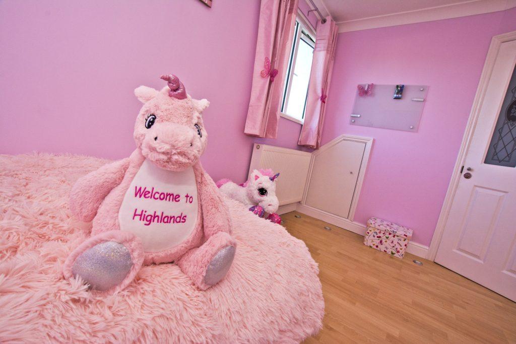 WEB-PINK-GIRLS-BEDROOM-HIGHLANDS_118